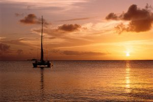 sunset-sailboat