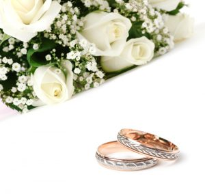 marriage-white-roses-wedding-bands